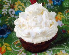 Coconut_Banana_Cupcakes_with_French_Buttercream_Icing