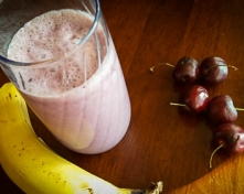 Banana_Cherry_Smoothie_with_Coconut