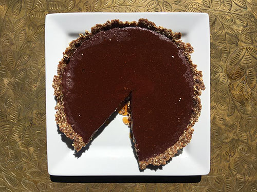 Robust Raw Cacao Pie with Nut Fruit Crust